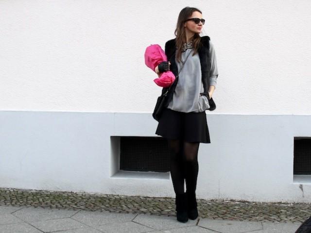 Outfit_Inspiration_Winter_FakeFur_Weste_Rock_grau_schwarz_Berlin_look_01