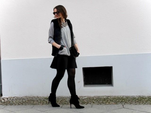 Outfit_Inspiration_Winter_FakeFur_Weste_Rock_grau_schwarz_Berlin_look_05