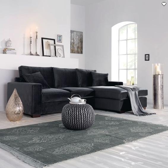sofa-schwarz-wohnen-inspiration-deko-weiß