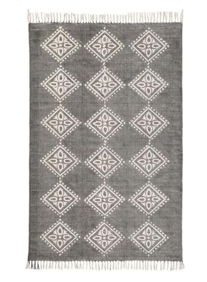 teppich-raute-muster-grau-wohnen