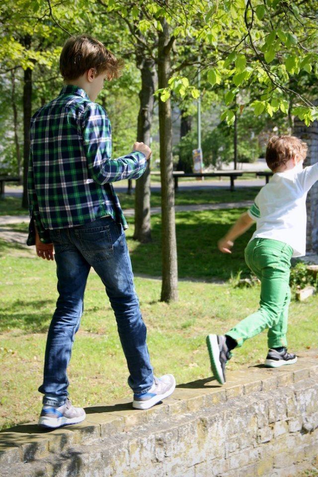 Kinderschuhe_test_superfit_jungen_sneaker_sommer_outfit_inspiration12