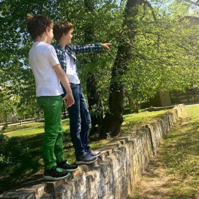 Kinderschuhe_test_superfit_jungen_sneaker_sommer_outfit_inspiration_2