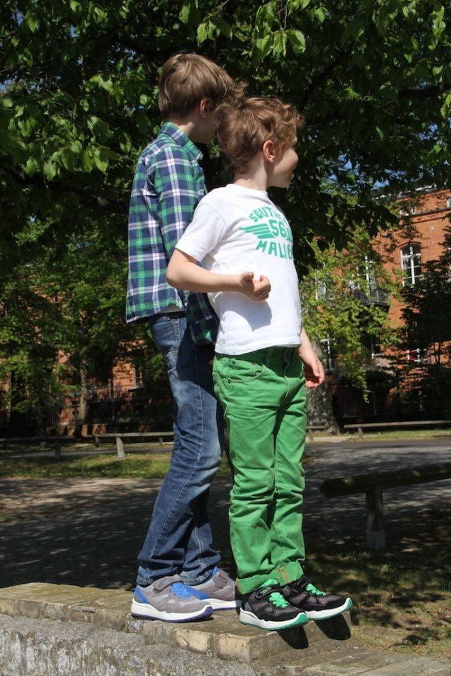 Kinderschuhe_test_superfit_jungen_sneaker_sommer_outfit_inspiration_7