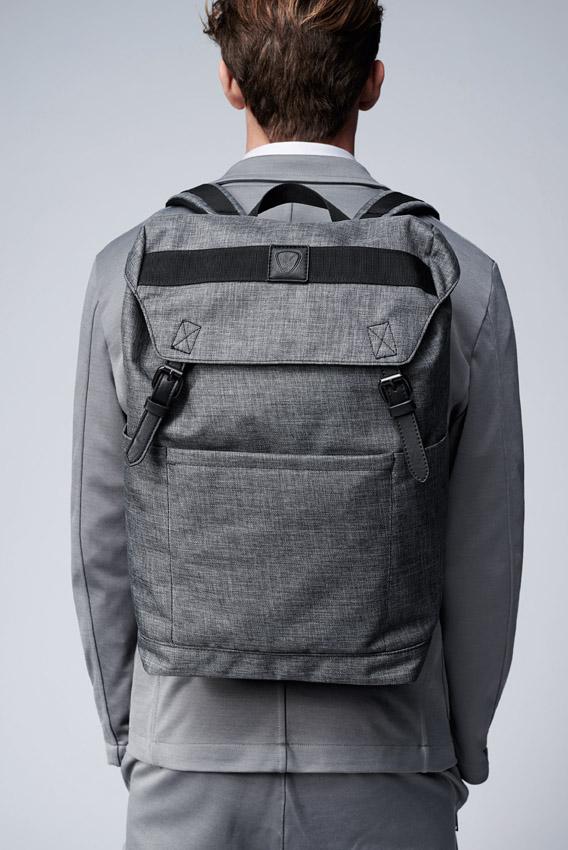 Strellson-Sommerkollektion-sport-rucksack-hinten