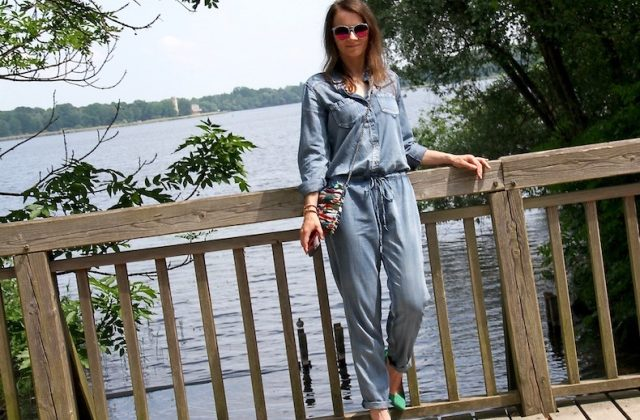 Jumpsuit_Overall_outfit_Inspiration_Denim_Look_Sommer_casual_pumps_justfab_05