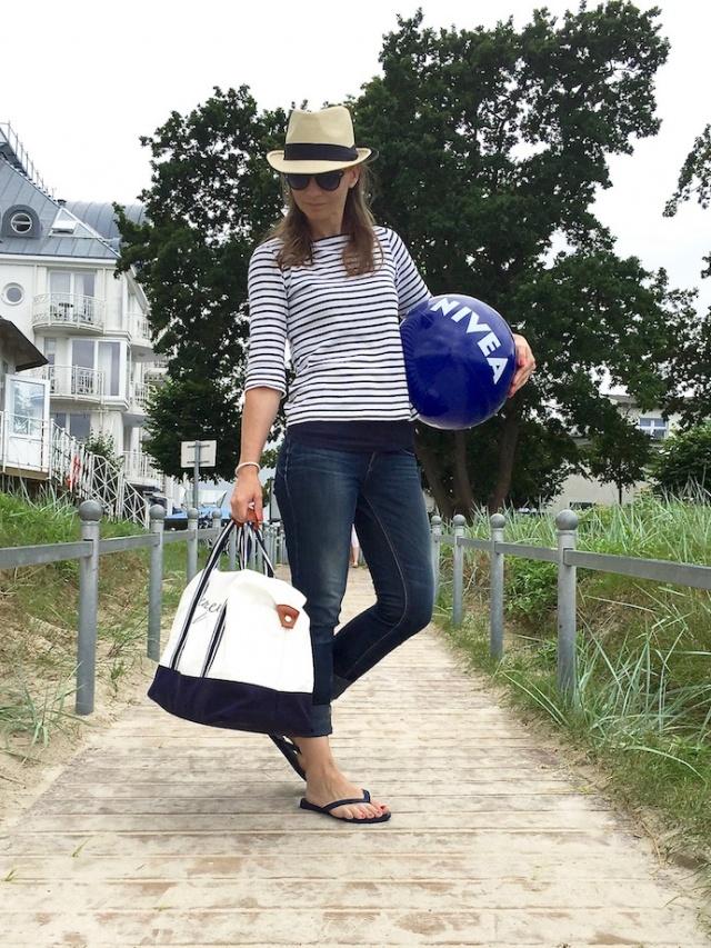 Strand_Beachbag_Strandtasche_Ostsee_Weekender_Inspiration_enquer_maritim_Outfit_Shorts_blau_03