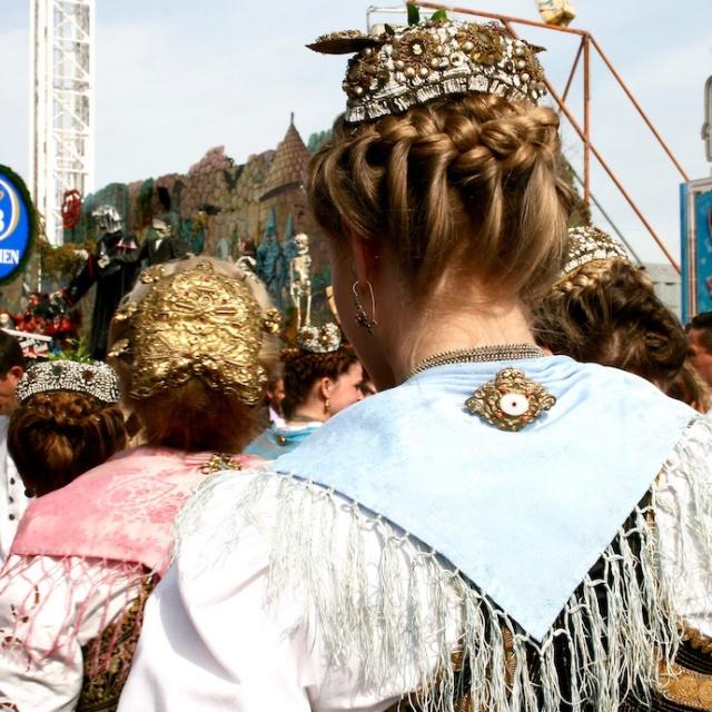 flechtfrisur_oktoberfest_wiesn_muenchen_trachtenumzug_inspiration_