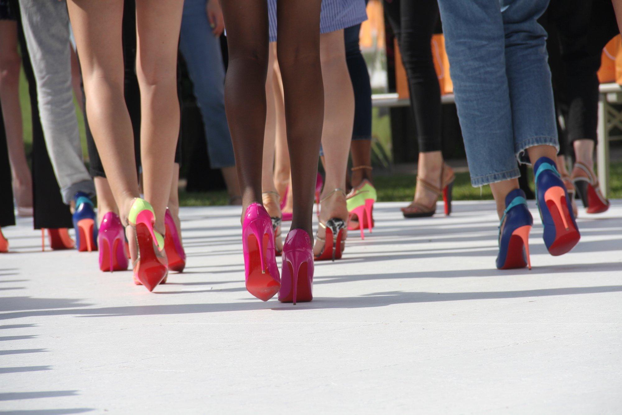 High strapse heels und High Heels